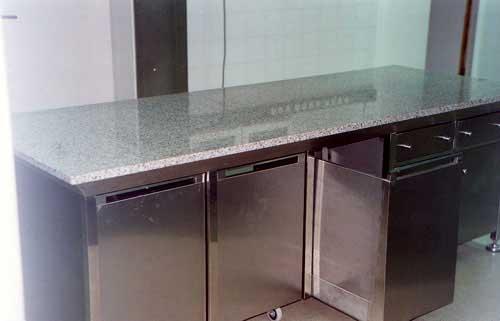 Mobiliario de acero inoxidable como mesas trabajo for Picas para cocinas